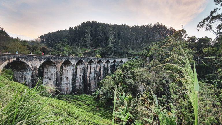 9 arches bridge - Ella in Sri Lanka